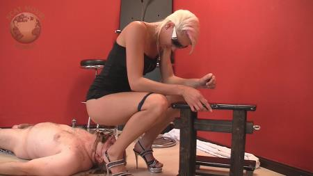 Very dirty scat session (Lady Chantal, Miss Cherie) - [HD 720p] 299,28 Mb