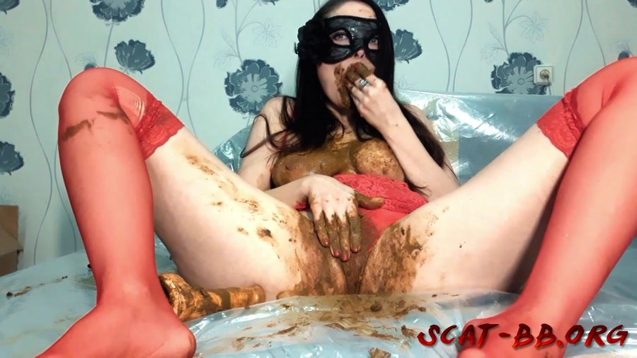 Red thongs and shit eaten (ScatLina) 20 December 2018 [FullHD 1080p] 1.21 GB