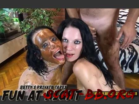 BETTY PRIVATE - FUN AT NIGHT (Betty, Eliza, 3 males) 7 June 2020 [HD 720p] 1.10 GB