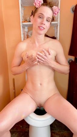 I cum while pooping on the toilet (VibeWithMolly) 10 March 2021 [UltraHD 2K] 818 MB